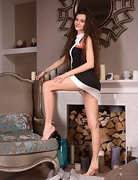 Alberta L naked in glamour..